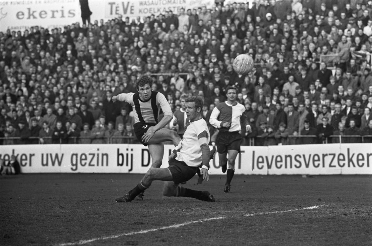 DOS_tegen_Feyenoord_2-0._Leo_van_der_Veen